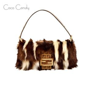 🔃Fendi Skunk Fur Baguette Bag Limited Edition